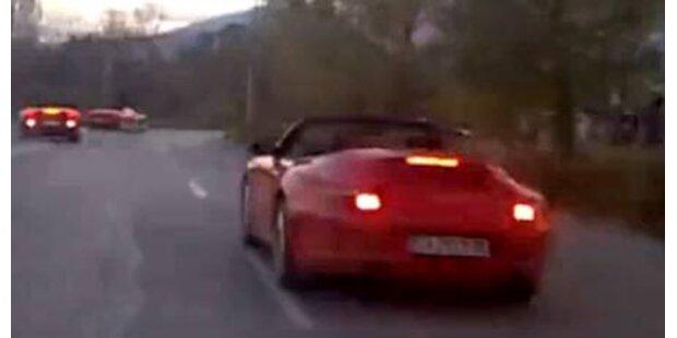 Ferrari rast in Gegenverkehr