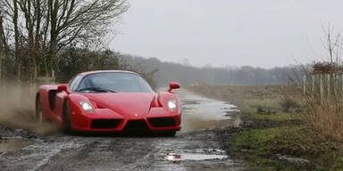 Video: Mit dem Ferrari Enzo ins Gelände