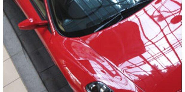Raser fuhr in geliehenem Ferrari der Polizei davon