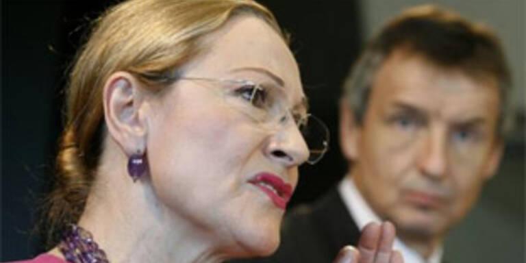 Ferrero-Waldner fordert Dialog China - Dalai Lama