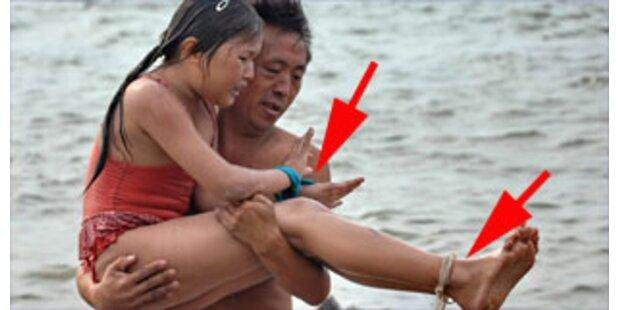 Chinese zwingt Tochter gefesselt zu schwimmen