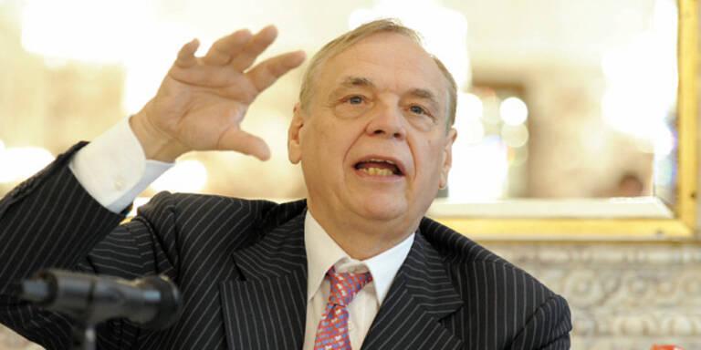 Intendant Alexander Pereira eröffnet die Salzburger Festspiele. Der Kartenverkauf steigt um 24 Prozent.