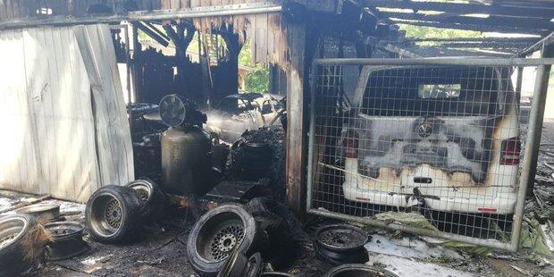 Garagen-Brand: Mehrere Porsches komplett ausgebrannt