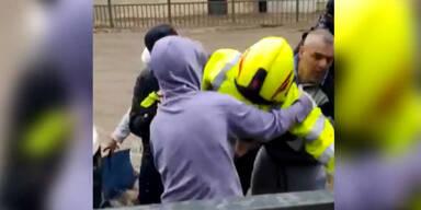 Dieser 15-jährige Held rettete Feuerwehrmann aus Fluten