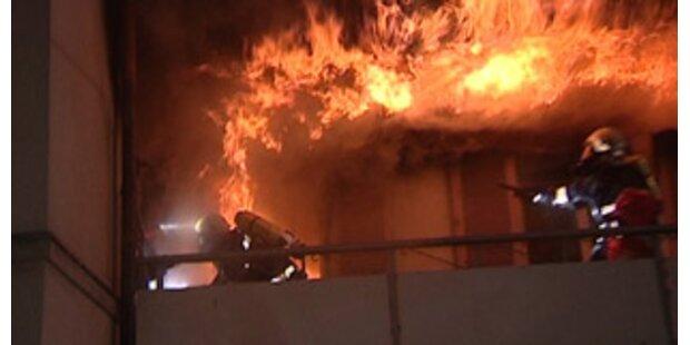 Brandstifter nach Anschlag auf Jugendheim im Koma