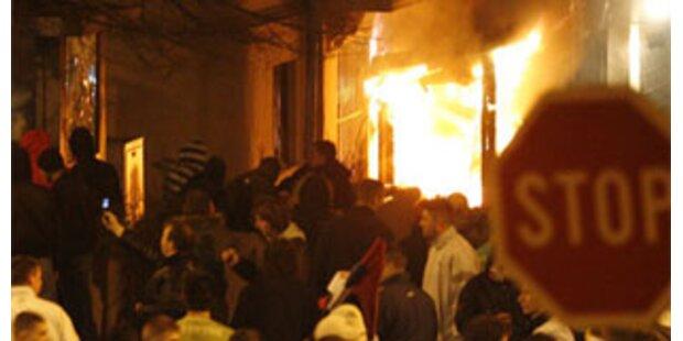 Gelegtes Feuer griff auf Wohnhaus über