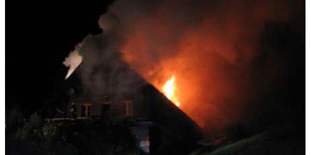 12 Menschen aus brennendem Haus gerettet
