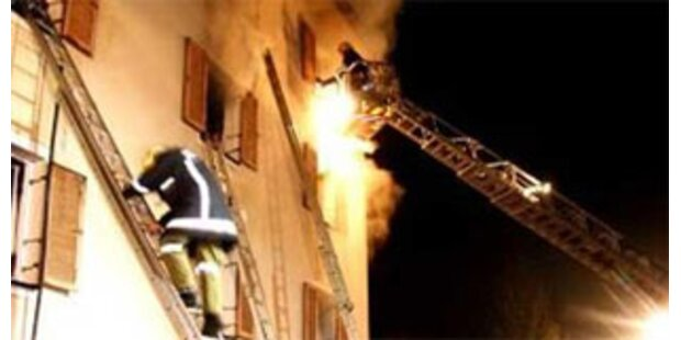 Brand in Egg brach wegen Feuer in Mistkübel aus