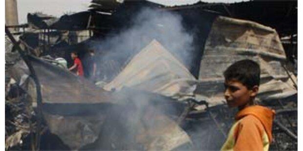 Dutzende Tote bei Anschlag auf Trauergemeinde