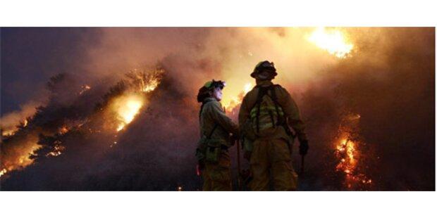 Flammeninferno breitet sich weiter aus
