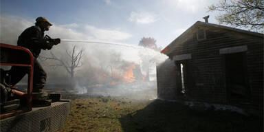 Tornados und Feuer fordern acht Tote