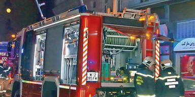 Reisebus mit 15 Fahrgästen auf der S6 in Brand