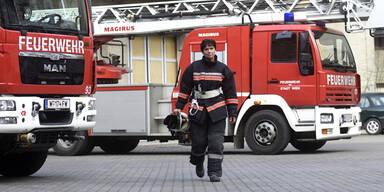 Zimmerbrand in Wien: 13 Personen geborgen