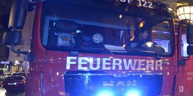 Feuerwehr Großeinsatz bei Garagenbrand