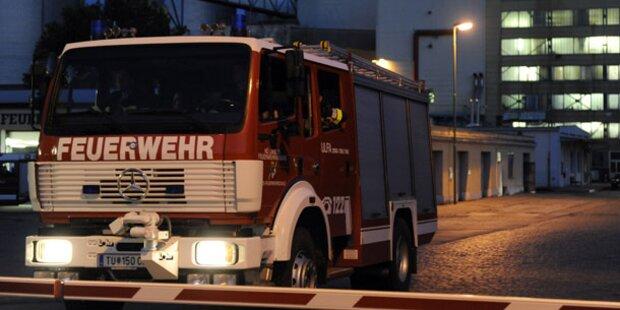 Audi-Lenkerin donnert in Zapfsäule