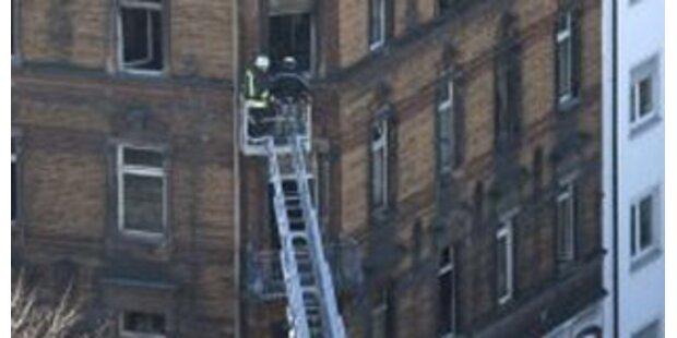 Feuerwehr rettete Mieter von Balkon