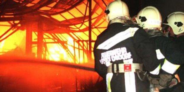 Pkw fing Feuer in der Garage