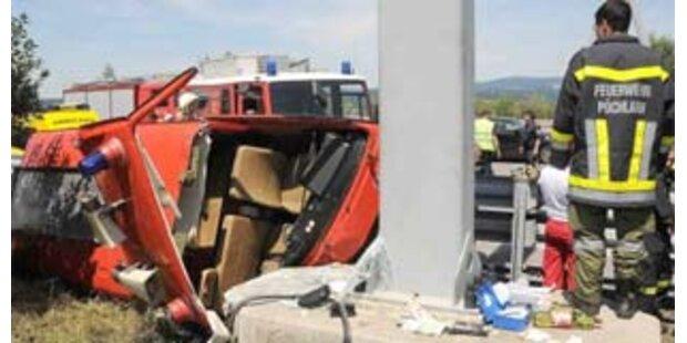Feuerwehrauto auf A1 verunglückt