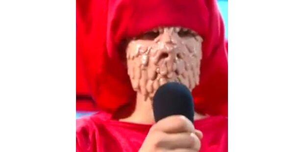 Irre: Sängerin mit geschmolzenem Gesicht