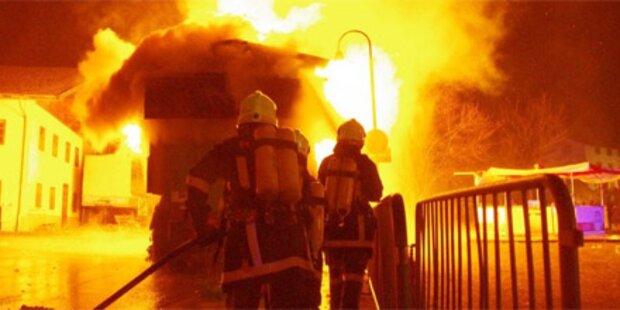 Faschingswagen brannte lichterloh