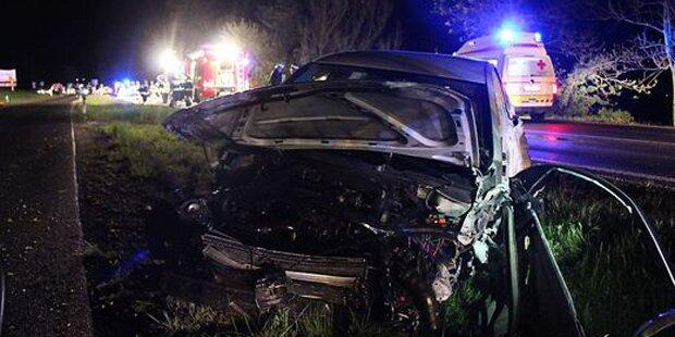 21-Jähriger crasht mit Auto in Leitschiene – tot