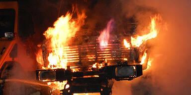 Räumfahrzeug geht in Flammen auf