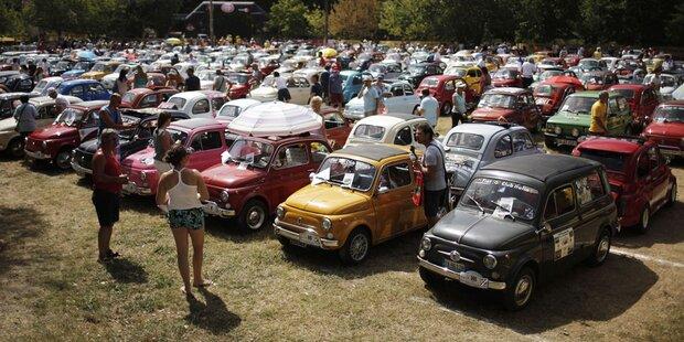 Mehr als 1.200 Fiat 500 bei Geburtstagsfeier