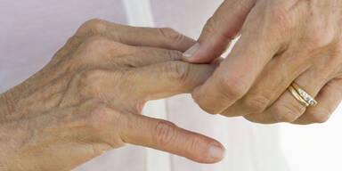 Warum knacken manche Finger?