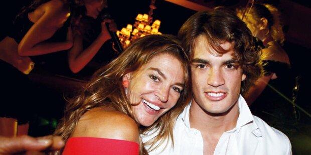 Fiona feiert mit ihrem Sohn Arturo