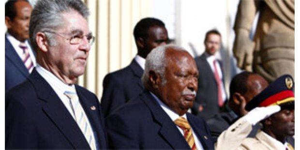 Afrika dankt Fischer für die Tschad-Mission