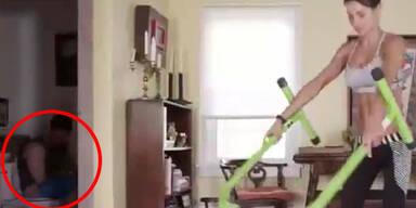 Peinliches Fitnessvideo: Mann sitzt auf Klo