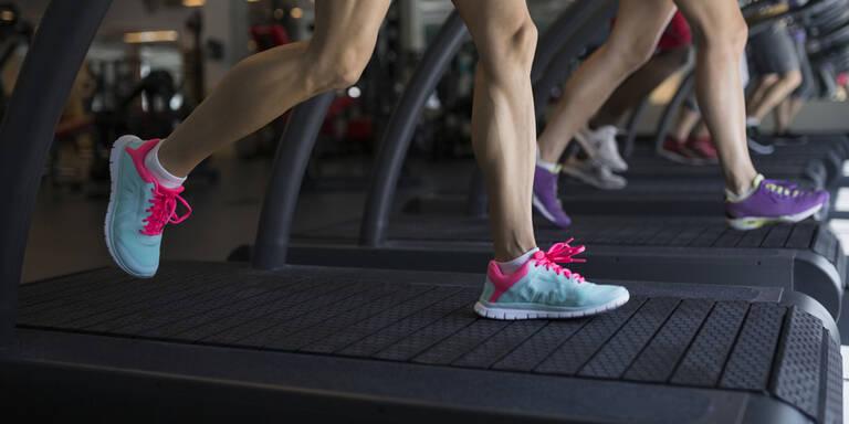 So vermeiden Sie unzählige Keime im Fitnessstudio