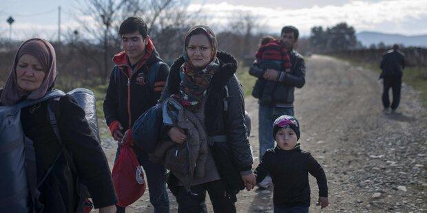 200.000 Flüchtlinge warten vor Tor Europas