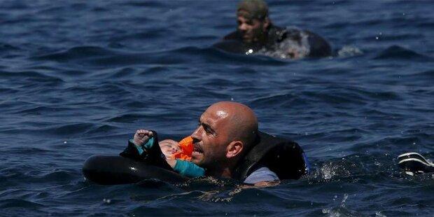 Hier rettet ein Flüchtling ein Kleinkind