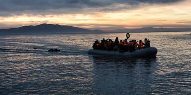 US-Schiff lässt Migranten ertrinken - 76 Tote