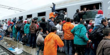 Flüchtlinge: Sonderzüge fahren noch