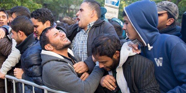 Massenschlägerei in Flüchtlingslager