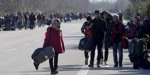 Flüchtlinge sorgen für Chaos auf der Autobahn