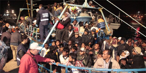 Flüchtlinge ins Meer geworfen - 1 Toter