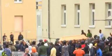 Tumulte nach Leichenfund in bayrischem Asylheim