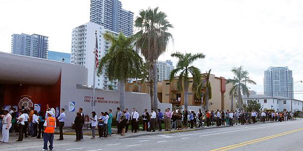 Lange Schlange vor Wahllokal in Miami