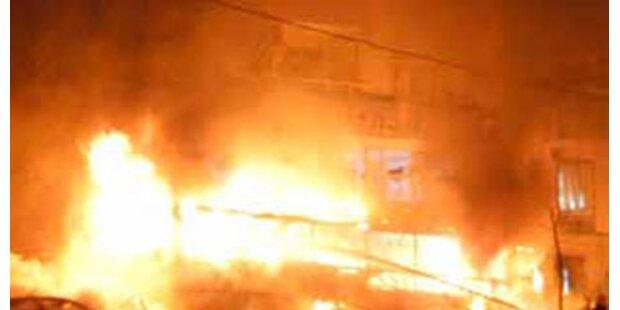 Lagerhalle durch Flammen vernichtet
