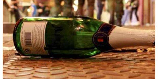 Alko-Attacke mit Glasflasche - zwei Verletzte