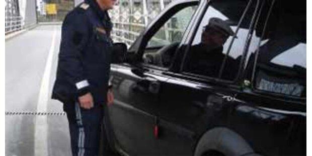 Autofahrerin von falschem Polizisten aufgehalten