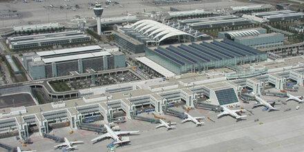 Flugzeug verlor in München riesiges Teil und krachte in Feld