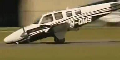Propeller-Maschine landet ohne Vorderrad