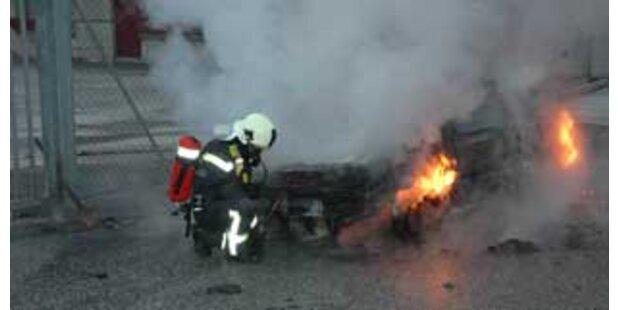 Nach Blitz-Überfall ging Fluchtauto in Flammen auf