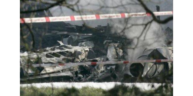 Flugzeug über Wohngebiet in England abgestürzt