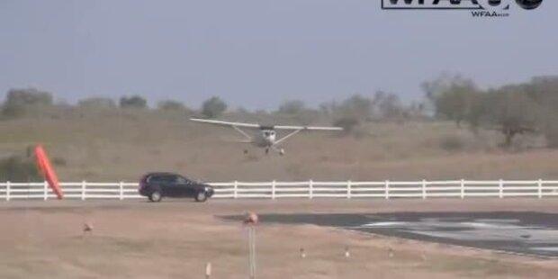 Horror-Crash: Flugzeug landet auf Auto
