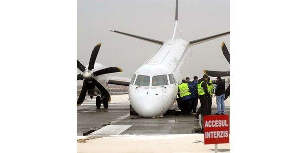 Passagiermaschine ohne Fahrwerk notgelandet